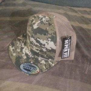 Super Fit Snapback Camouflauge Trucker Hat